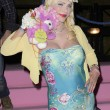 Ilona Staller Cicciolina per una notte coroncina di fiori in testa e orsacchiotto rosa 03