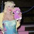 Ilona Staller Cicciolina per una notte coroncina di fiori in testa e orsacchiotto rosa 05