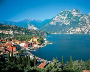 Bagno in lago di Garda, poi eritema: già trenta casi in due settimane
