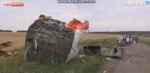 Aereo Malaysia Airlines abbattuto, il video dopo lo schianto