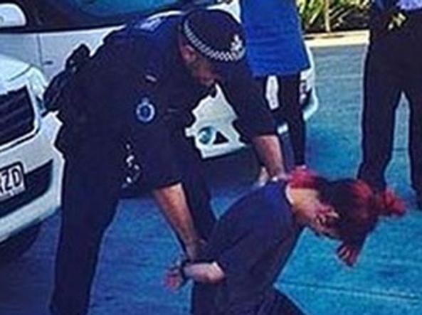 Lily Allen si fa arrestare per scherzo