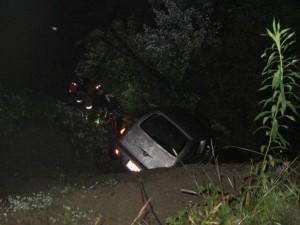 Ohio, precipitano per 20 metri a bordo della loro auto: feriti ma salvi