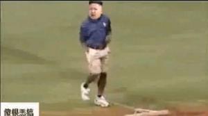Kim Jong-un balla e combatte il kung-fu: il video satirico fa infuriare la Corea del Nord