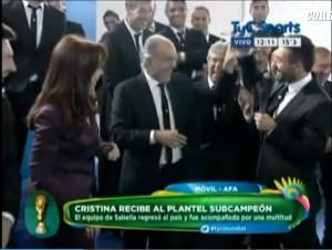 """Cristina Kirchner: """"Lavezzi sex simbol"""". Ma il Pocho si arrabbia... e Sabella lo sfotte"""