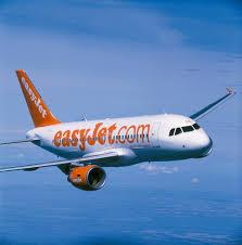 EasyJet, oltre 100 assunzioni a Napoli: piloti, hostess e personale di terra