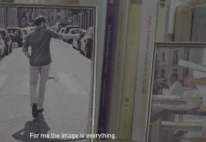"""""""Se ti selfie ti cancello"""": il video che ironizza contro i troppi autoscatti sul web"""