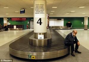 Londra, caos bagagli all'aeroporto di Gatwick