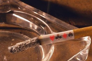 """La crisi frena anche il """"vizio"""". 2013: giochi & tabacchi segnano il passo"""