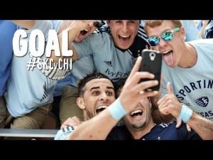 """Dom Dwyer segna un gol e va a fare un """"selfie"""" con i tifosi"""