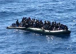 """Immigrati contro clochard. Il Fatto: """"La strana guerra di Siracusa"""""""