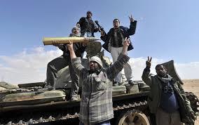 Libia: missili sull'aeroporto di Tripoli e scontri a fuoco