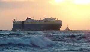 Maltempo, forte libeccio a Livorno: nave cargo si incaglia al porto