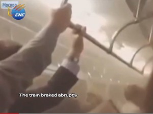 Mosca, metro deraglia: il video degli istanti prima dello scontro