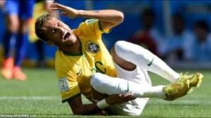 Neymar infortunio e lacrime durante Brasile-Colombia (VIDEO)