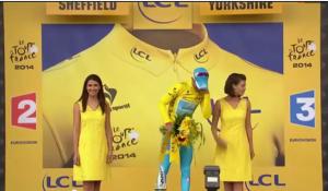 Vincenzo Nibali vince la maglia gialla: la miss sul podio non lo bacia