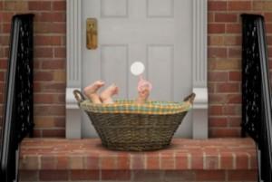 Lauria, partorito e abbandonato nei bagni di un centro commerciale