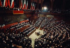 Parlamento tetto agli stipendi dei dipendenti 240mila for Rassegna stampa parlamento