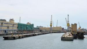 Costa Concordia: il suo molo a Genova, c'è libeccio. Una finestra a €2.000