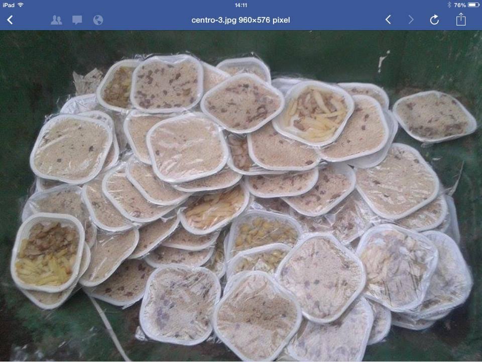 """Pozzallo, cibo migranti buttato via. M5s: """"Dieta mediterranea non adatta a loro"""""""