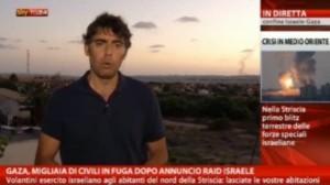 Gaza, pioggia di razzi in diretta. Il giornalista si butta a terra (video)