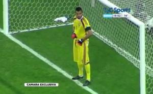 Sergio Romero, nelle mutande gli appunti segreti. E para due rigori... VIDEO