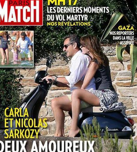 Nicolas Sarkozy e Carla Bruni in motorino senza casco (foto)