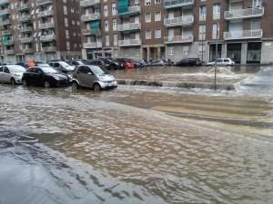 """Maltempo Milano, esondazione """"controllata"""" del fiume Seveso"""