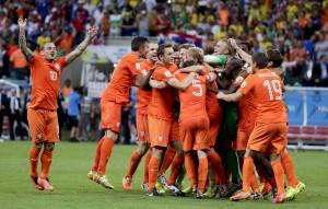 L'Olanda festeggia la vittoria contro il Costa Rica