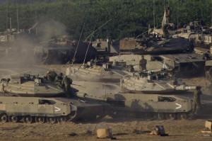 Israele schiera carri armati su confine Striscia di Gaza (VIDEO)