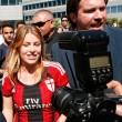 Barbara Berlusconi con la maglia del Milan saluta i tifosi13
