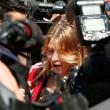 Barbara Berlusconi con la maglia del Milan saluta i tifosi12