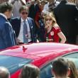 Barbara Berlusconi con la maglia del Milan saluta i tifosi02