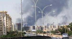 Libia, oltre 100 italiani in fuga: scontri ed esplosioni a Tripoli