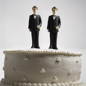 Gli chiedono di decorare torta con slogan gay. Pasticceri rifiutano: denunciati