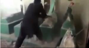 Iraq, miliziani Isis distruggono la tomba del profeta Giona a Mosul (VIDEO)