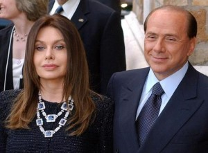 """Veronica Lario a Berlusconi: """"Che fai ti risposi?"""". Lui: """"Sono ancora scottato"""""""