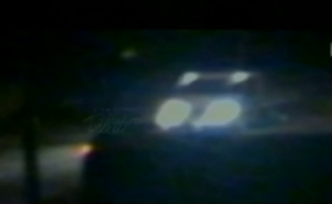 Un frame del video cche ha ripreso un furgone davanti casa dei Gambirasio la sera del delitto