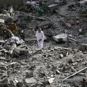 Quel che resta della Moschea di  Al-Tawfeeq (foto Ansa)