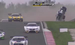 La Lamborghini prende il volo in gara: illeso il pilota