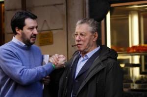 Lega: Salvini gli taglia il vitalizio, e Bossi lo denuncia