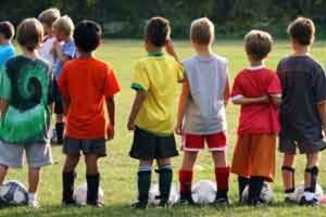 """""""Quel ragazzo ha la tiroide, tira sempre"""", un libro sui genitori dei baby sportivi"""