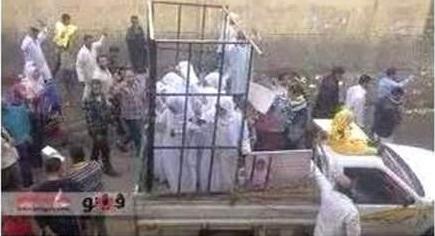 Iraq: donne cristiane rapite da Boko Haram vendute al mercato nelle gabbie FOTO