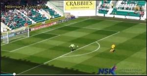 Scozia, il portiere fa gol con un rinvio da quasi 100 metri VIDEO