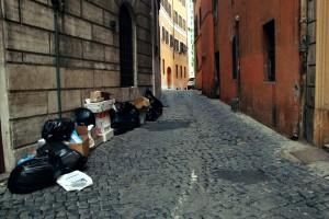 Roma di Ignazio Marino: topi morti a piazza di Spagna, nel salotto solo abusivi