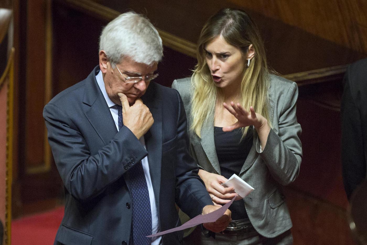 Berlusconi caccia ai 32 senatori di alfano senza ncd for Senatori di forza italia