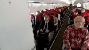 Smartphone e tablet accesi anche durante decollo e atterraggio sui voli Qantas e Virgin Australia