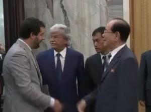 Antonio Razzi e Matteo Salvini in Corea del Nord, accolti da autorità VIDEO