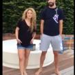 """Shakira fa l'Ice Bucket Challenge: """"Nomino Papa Francesco"""""""