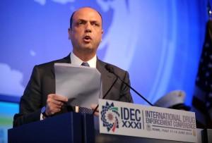 """""""Immigrazione in mano a Ue o Italia prenderà sue decisioni"""". Malmstroem incontrerà Alfano"""