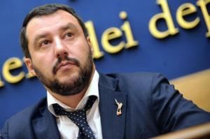 "Corriere: ""Litigi e tweet, le ferie militanti di Salvini"""